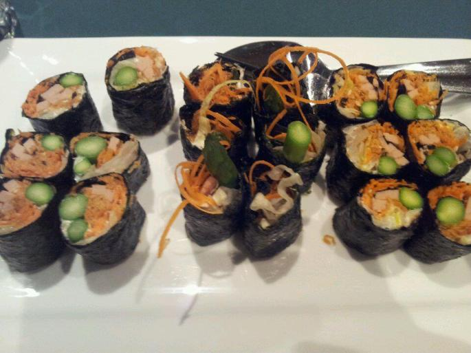 Asparagus rolls.  This might just be one of the best sushi rolls I have ever had in my whole entire life.  And it tastes AMAZING with soy sauce!